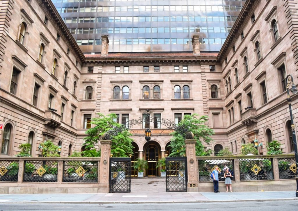 Serena van der Woodsen Gossip Girl filming location Lotte New York Palace hotel