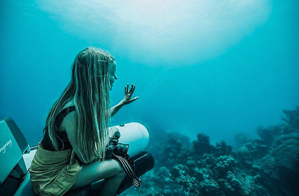girl in scUber submarine underwater